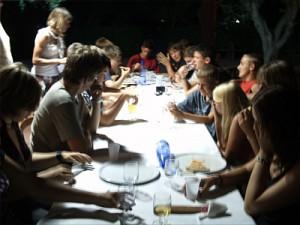 Gedeckte Tische auf unseren Freizeiten